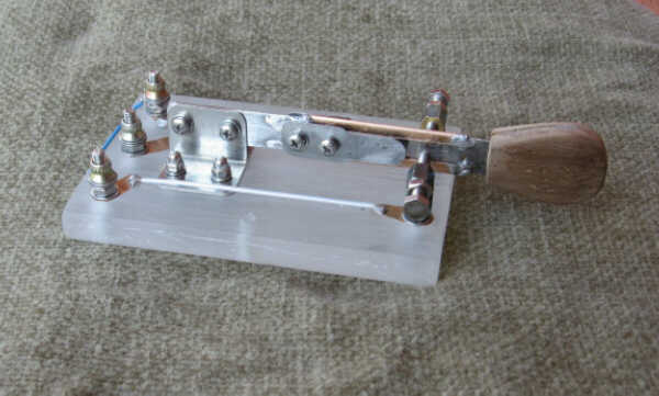 I1GIS's homebrew single blade lever sideswiper, contact blades off, click to enlarge picture.