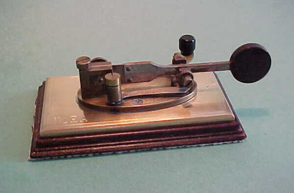 N1EA's Bunnell Double Speed Key, side view, click to enlarge picture.